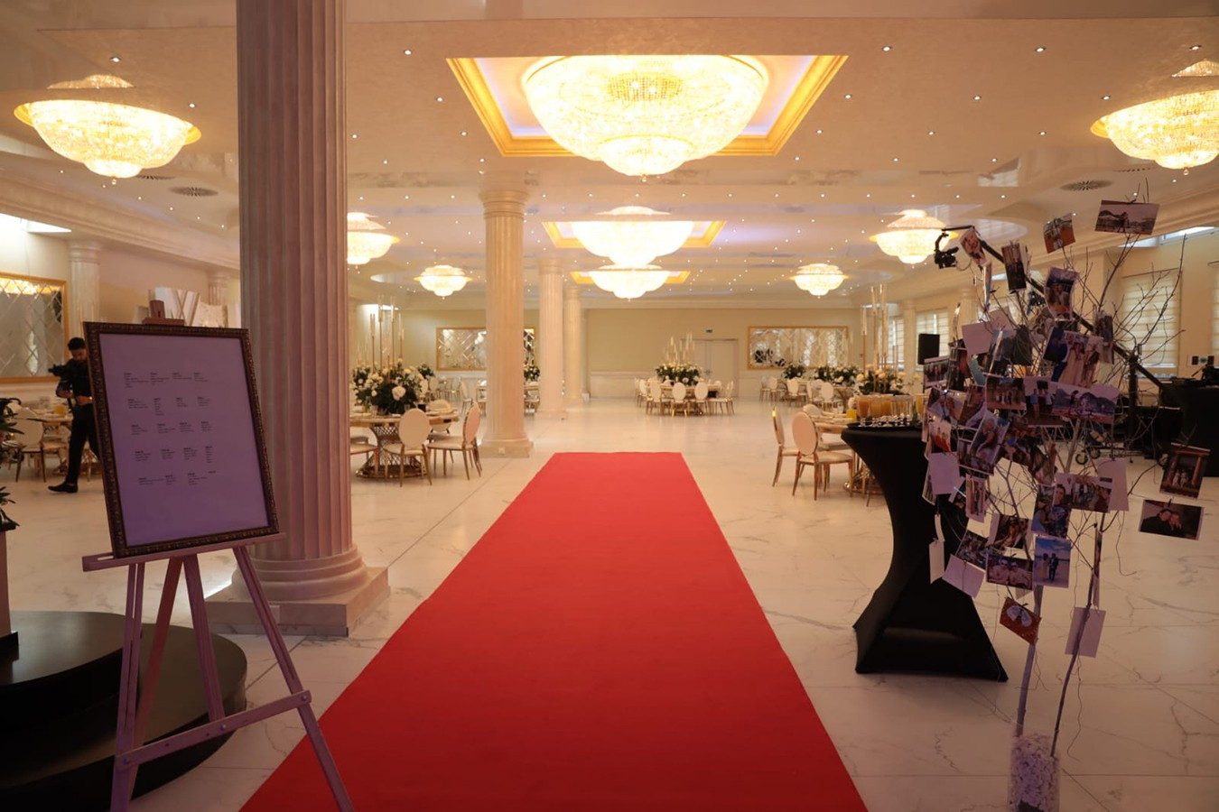 ALMAS Event Center - Saal Eingang